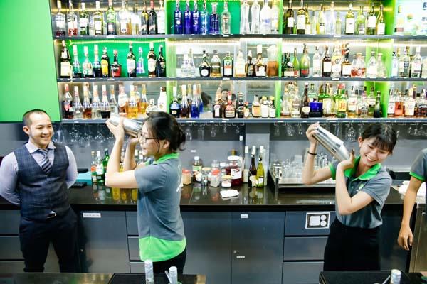 nghề bartender phát triển nhanh