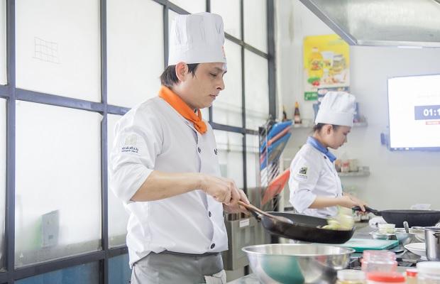 Đầu bếp chuyên nghiệp sau khóa học ngắn hạn