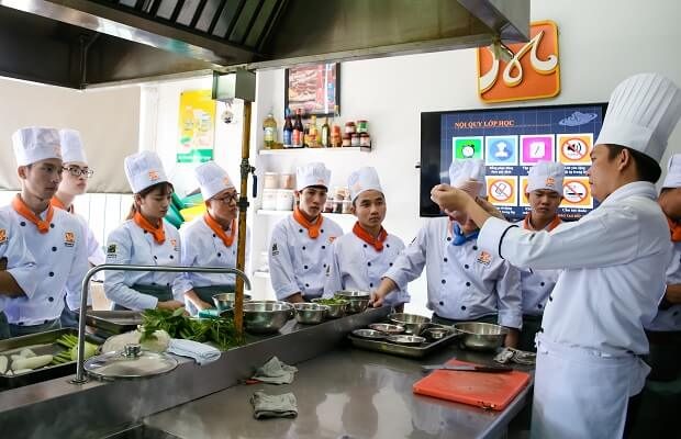 Giới trẻ chọn học làm bếp không lo thất nghiệp