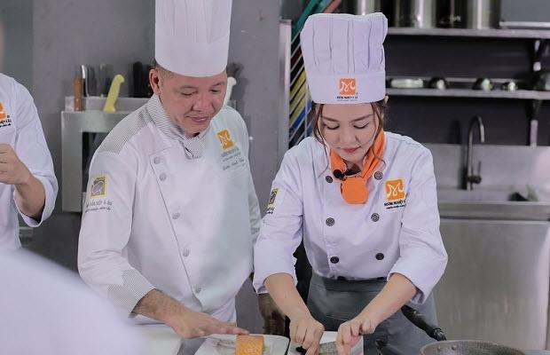 Vào Bếp Cùng Ribi Sachi Tại Hướng Nghiệp Á Âu
