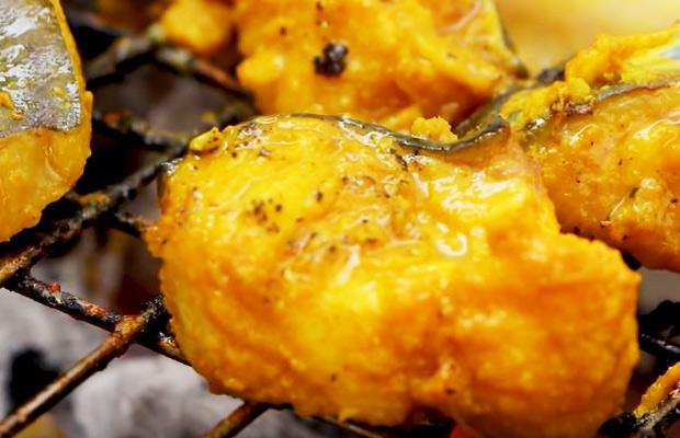 nướng cá cho chín vàng
