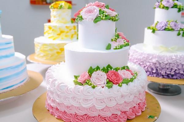 Chủ đề cưới: Trang trí hoàn chỉnh bánh nhiều tầng