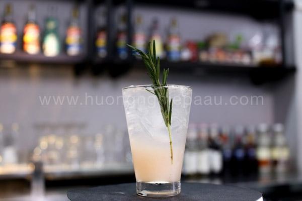 Cách Làm Mocktail Tropical Rosemary Pomelo Không Cồn