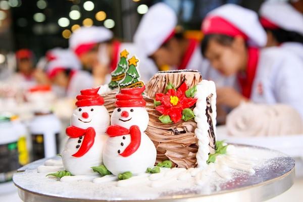 Chủ đề Noel - Thực hành trang trí bánh khúc cây