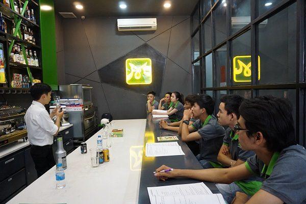 Bar Trưởng đào tạo nhân viên mới