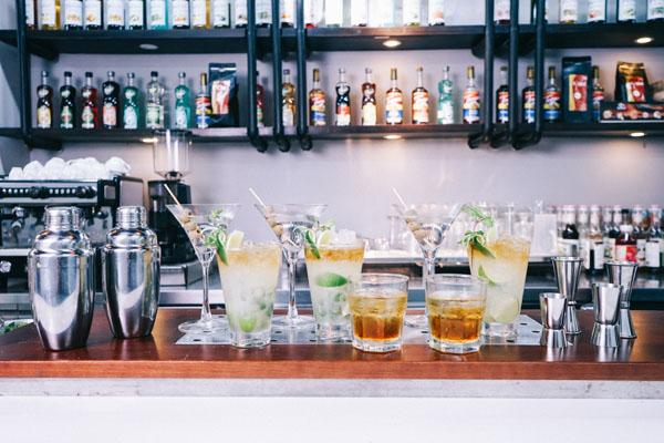bartender nghệ sĩ pha chế
