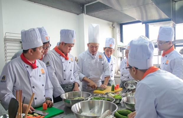 Buổi học khóa bếp trưởng