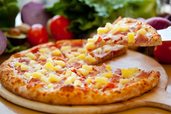 Miếng Pizza bò dứa hấp dẫn không thể chối từ