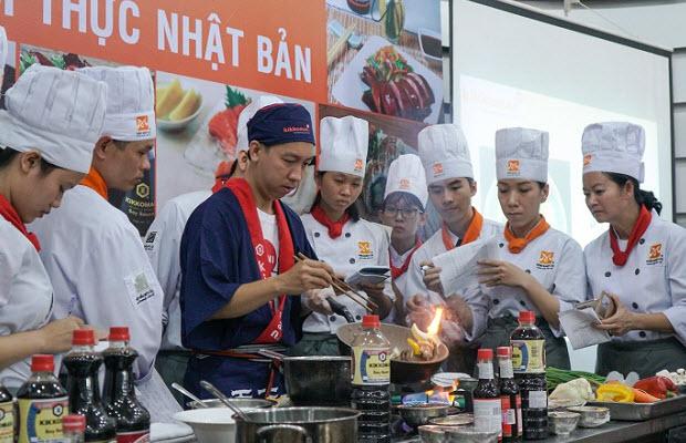 Chef Phạm Sơn Vương hướng dẫn