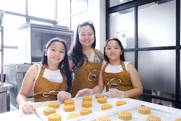 Chị Huyền Trang và hai con gái