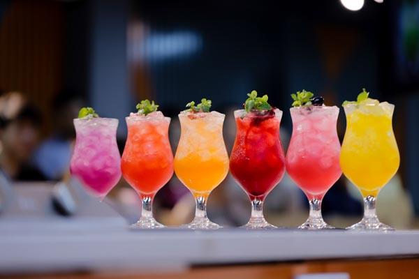 đồ uống đa dạng màu