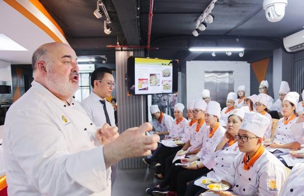 Giảng viên Chef Mark Todd
