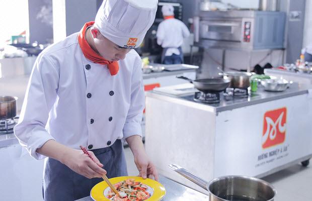 Học chế biến món ăn