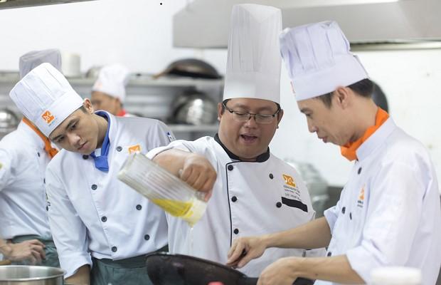 Học cùng bếp trưởng giàu kinh nghiệm