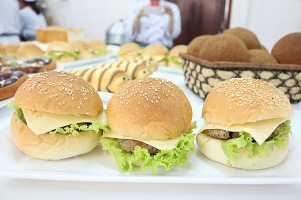 học làm bánh Hamburger