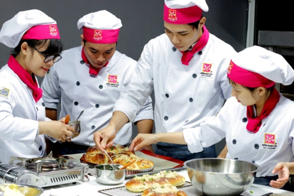 Học nghề làm bánh cơ hội kiếm thêm thu nhập