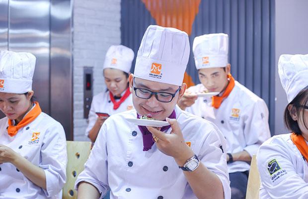 hoc vien thuong thuc foie gras