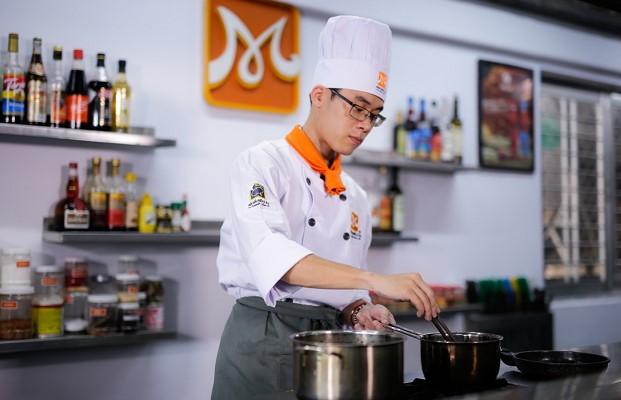 khởi đầu nghề bếp bằng vị trí phụ bếp