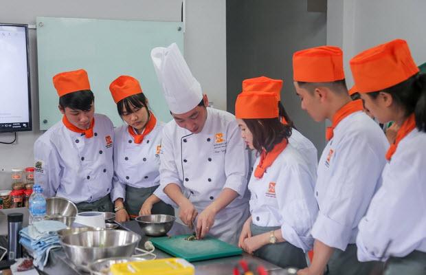 lớp học bếp nóng