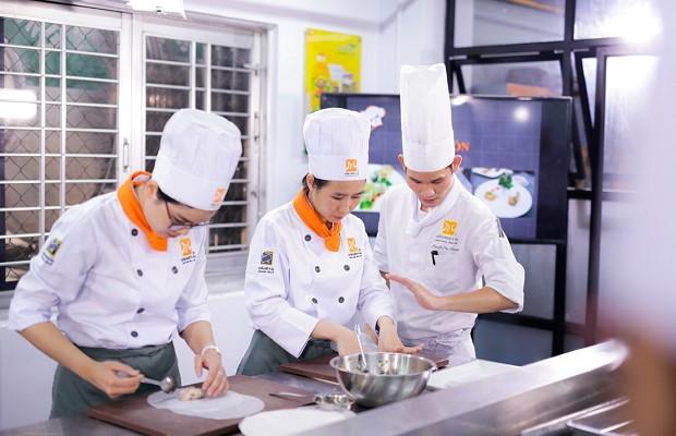 nghề bếp phù hợp cả con trai và con gái