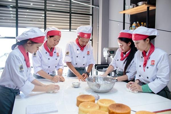 Người làm bánh