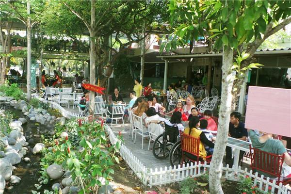 quán cafe kết hợp đồ ăn
