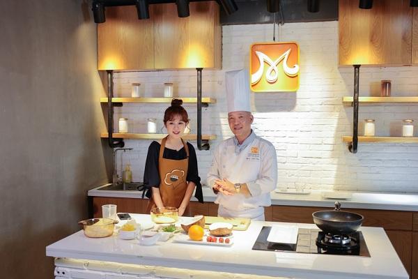 Ribi Sachi cùng thầy Đoàn Minh Tâm