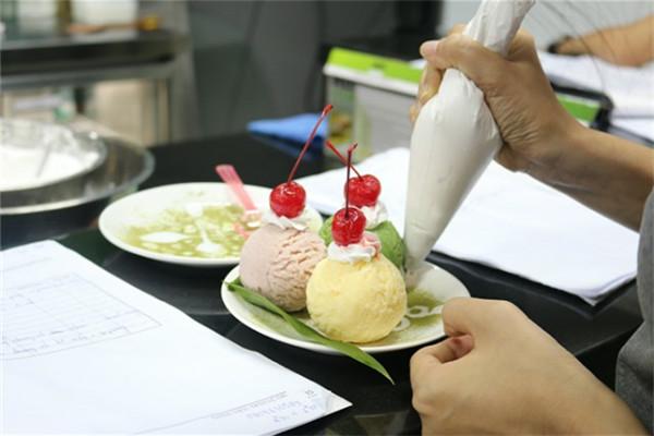 tham gia khóa học làm kem