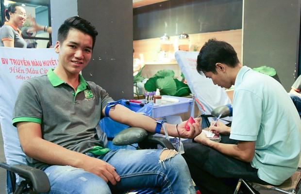 Tình nguyện tham gia hiến máu