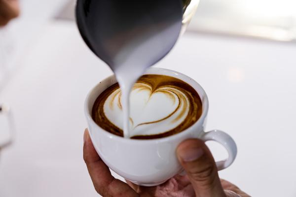 vẽ latte trái tim