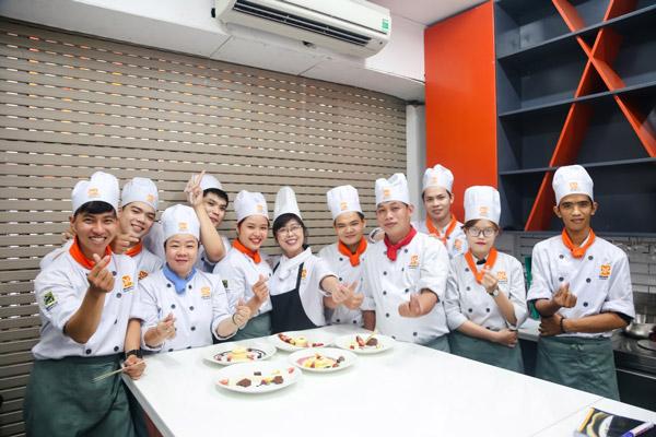 học viên lớp nghiệp vụ bếp trưởng