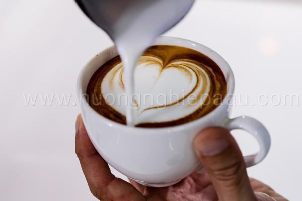 cappuccino với lớp bột ca cao