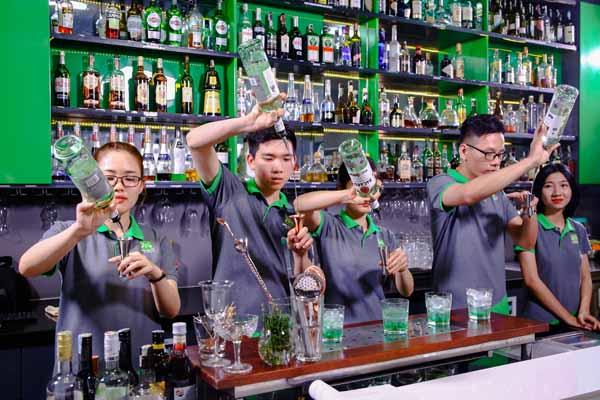 thực hành pha cocktail