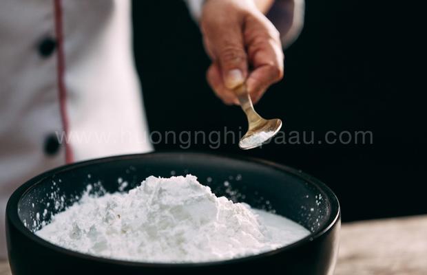 thêm muối vào bột khô