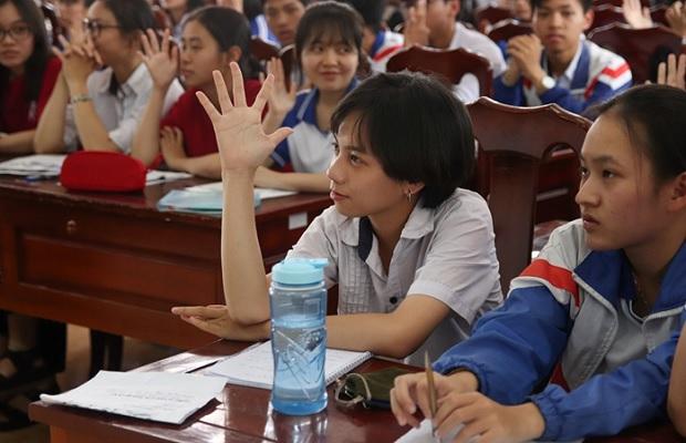 học sinh đặt câu hỏi
