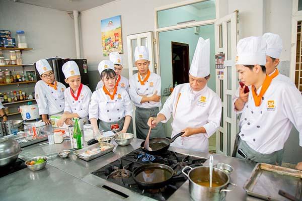 giảng viên hướng dẫn chuyên đề cơm phần kiểu nhật