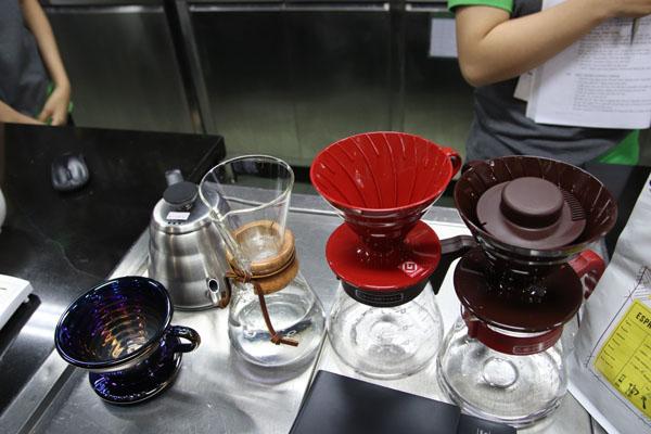 dụng cụ pha chế bằng phương pháp Pour Over