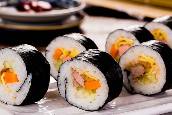 gimbap món ăn nổi tiếng của hàn