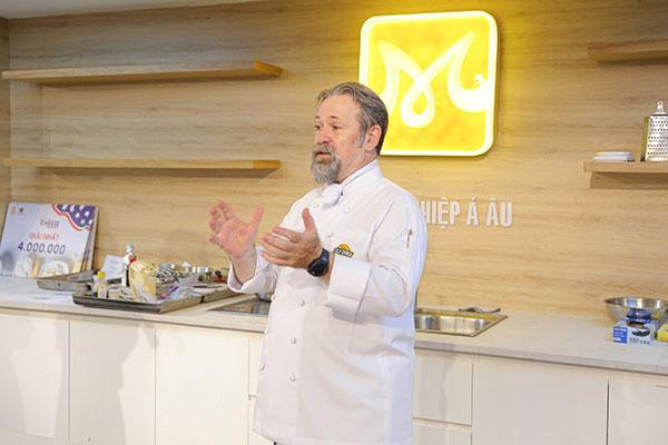chef norbert ahrbar chia sẻ các kiến thức về phô mai