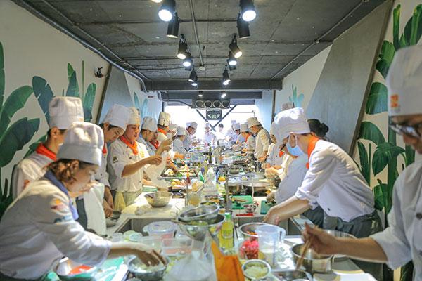 không khí bùng cháy tại phần thi cooking contest