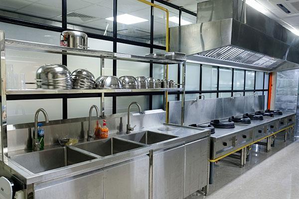 không gian học bếp trưởng tân bình