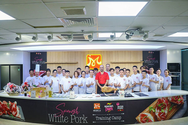 workshop spanish white pork training camp